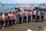 DKP Minahasa Tenggara salurkan bantuan kepada nelayan