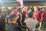 Liga 1 -- Kalteng Putra kalah, suporter rusak fasilitas  stadion