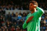 Madrid puncaki klasemen setelah tumbangkan Espanyol 2-0