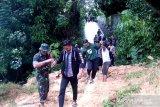 TNI masih bersiaga dan evakuasi warga terdampak longsor dan banjir bah