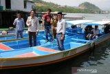 PT.IMIP serahkan kapal penangkap ikan untuk nelayan Morowali