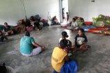 Anak korban banjir Desa Poi-Sigi diungsikan ke bekas sekolah swasta