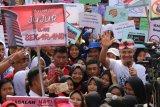 Ganjar ajak pelajar tempeli stiker antikorupsi di mobil dinas