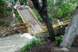 Dua jembatan putus dan tiga desa  terendam banjir di Empat Lawang
