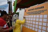 Puncak peringatan HKN ke-55 di Kobar, Pemkab teken dua komitmen bersama terkait kesehatan