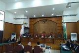 Hakim tunda sidang 'bau ikan asin' tahun depan