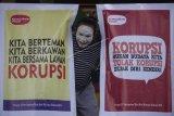 Pertunjukan pantomim memperingati Hari Antikorupsi Sedunia