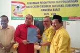 Sekjen DPD RI  Reydonnyzar Moenek daftar calon gubernur ke Golkar Sumbar
