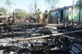 Bupati Najmul mengunjungi korban kebakaran rumah