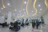 Suasana area ruang tunggu terminal baru Bandara Syamsudin Noor di Banjarbaru, Kalimantan Selatan, Selasa (10/12/2019). PT. Angkasa Pura I (Persero) resmi mengoperasikan terminal baru Bandara Syamsudin Noor tepat pukul 05.00 WITA pada Selasa (10/12/2019). Foto Antaranews Kalsel/Bayu Pratama S.