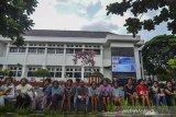 Sejumlah pasien penderita gangguan jiwa dari Yayasan rehabilitasi Mentari Hati menghadiri acara rangkaian peringatan Hari Disabilitas Internasional (HDI) dan Hari Kesetiakawananan Sosial Nasional (HKSN) di Lapangan Upacara Kantor Balekota Tasikmalaya, Jawa Barat, Selasa (10/12/2019). Berdasarkan hasil Riset Kesehatan Dasar (Riskesdas) dari Pusat Perhimpunan Dokter Spesialis Kedokteran Jiwa Indonesia (PDSKJI)Jumlah penderita gangguan mental di Indonesia meningkat dengan jumlah mencapai 9,8 persen dari total penduduk Indonesia. ANTARA JABAR/Adeng Bustomi/agr