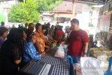Warga Sulawesi Utara Serbu Minyak Goreng Dalam Pasar Murah Natal