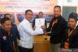 Jhony Charles kembalikan formulir pendaftaran Bacabup Rohil di Hanura