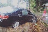 Mobil yang ditumpangi ibu bupati alami kecelakaan di jalan lintas