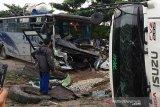 Bus hantam truk di Riau, belasan penumpang luka-luka. Berikut ini nama korbannya
