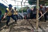 Polda Sulteng turunkan ratusan personel bantu korban bencana banjir bandang Sigi