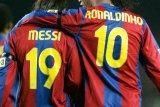 Ronaldinho enggan akui Messi pemain terbaik sepanjang masa