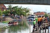 Sejumlah masyarakat antusias saksikan festival selaju sampan badunsanak 2019