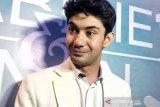 Reza Rahadian dirias hingga 7 jam untuk dapat tampilan menyerupai BJ Habibie