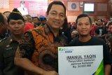 BPJAMSOSTEK Semarang Pemuda serahkan kartu kepesertaan ke 2.000 pelaku UMKM