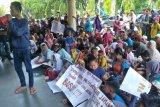 Tempat tinggalnya bakal dieksekusi, puluhan nelayan Pondok Perasi datangi kantor Wali Kota Mataram