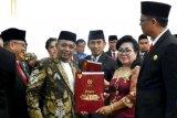 Sejumlah pimpinan OPD Pemprov Kalteng terima Satyalancana Karya Satya