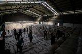 Target penyerapan beras  Bulog di Sumsel dan Babel meleset karena cuaca