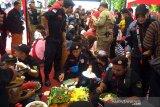 Ribuan warga berebut 189 tumpeng Hari Jadi Purbalingga