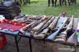 Polres Kepulauan Sangihe memusnahkan 21 pucuk senjata api
