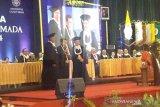 Jusuf Kalla menerima Hamengku Buwono IX Award