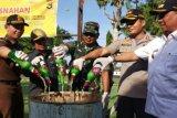 Ribuan botol miras berbagai jenis di Sumbawa Barat dimusnahkan