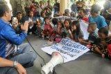 Datangi Kantor Wali Kota, nelayan Pondok Perasi Mataram menolak dieksekusi