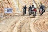 Presiden Jokowi jajal trek jalan perbatasan Nunukan tunggangi motor