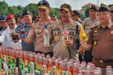 Polda NTB memusnahkan sebelas ribu botol minuman keras