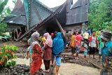 Tiga rumah warga Koto Sani rusak dihantam tanah longsor