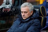 Mourinho ogah beli pemain meski diberi 300 juta poundsterling