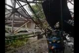 Saat hujan, menara BTS roboh di Kebayoran Baru