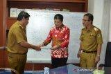Anggota DPD Sulteng Lucky Semen temui Kepala Bappeda Hasanuddin Atjo