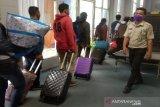 Pelabuhan BSJ Dumai ramai penumpang libur Nataru, mesin X-ray malah ngadat