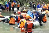 Relawan  ACT bantu evakuasi korban bus sriwijaya
