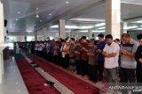 Wagub Sulsel Shalat Gerhana Matahari di Masjid Raya Makassar