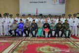 37 penghulu di Siak dilantik, dua diantaranya perempuan. Ini enam permintaan Bupati