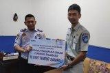 Jasa Raharja Lampung serahkan bantuan bina lingkungan