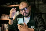 Cara Joko Anwar mempersiapkan produksi film pakai ponsel