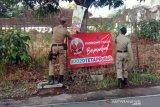 Puluhan spanduk dukungan calon peserta Pilkada Surakarta dicopot