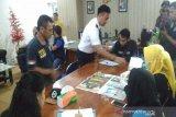 BNN Baubau melakukan pemeriksaan urine lima kru pesawat