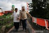 Bupati Ogan Komering Ulu  resmikan jembatan gantung di Desa Pusar