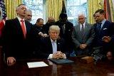 DPR jegal Trump agar tak perang dengan Iran