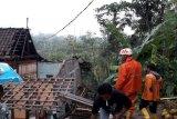 Cek kondisi atap rumah secara berkala