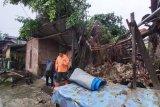 Satu unit rumah di Agam rusak berat tertimpa pohon beringin tumbang